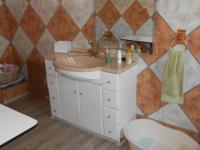 Bathroom 1 - 9 square meters of property in Dalview