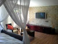 Main Bedroom - 43 square meters of property in Noordheuwel