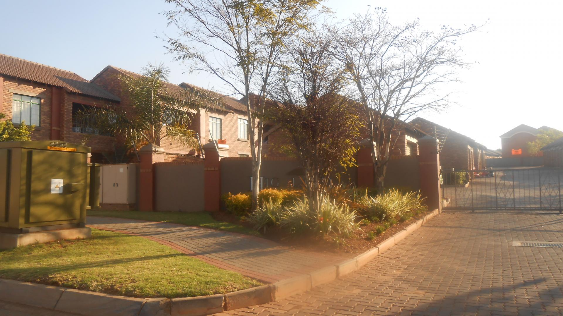 Front View of property in Mooikloof Ridge