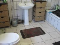 Main Bathroom - 12 square meters of property in Three Rivers