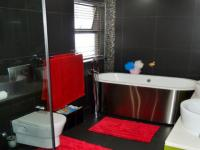 Bathroom 2 - 13 square meters of property in Pecanwood Estate