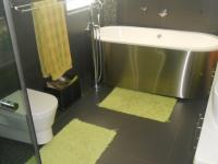 Bathroom 1 - 14 square meters of property in Pecanwood Estate