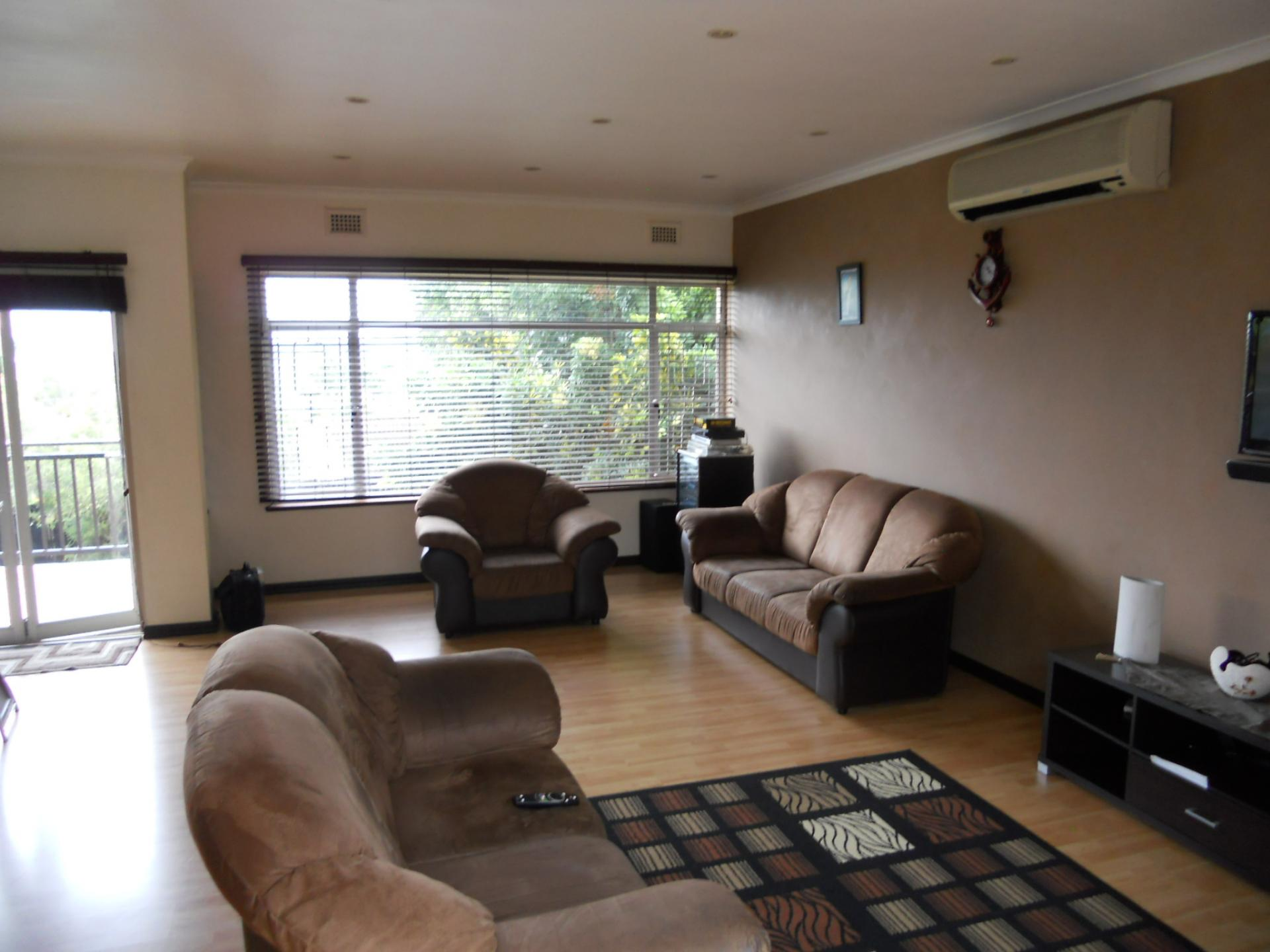 Lounges - 28 square meters of property in Durban North
