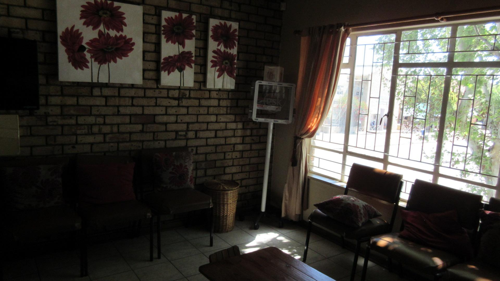 Lounges - 14 square meters of property in Klerksdorp