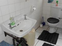 Bathroom 1 - 5 square meters of property in Bonaero Park