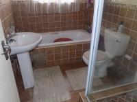Main Bathroom - 5 square meters of property in Meredale