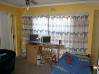 Bed Room 1 - 12 square meters of property in Parow Central