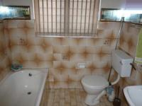Main Bathroom - 5 square meters of property in Parrow Valley