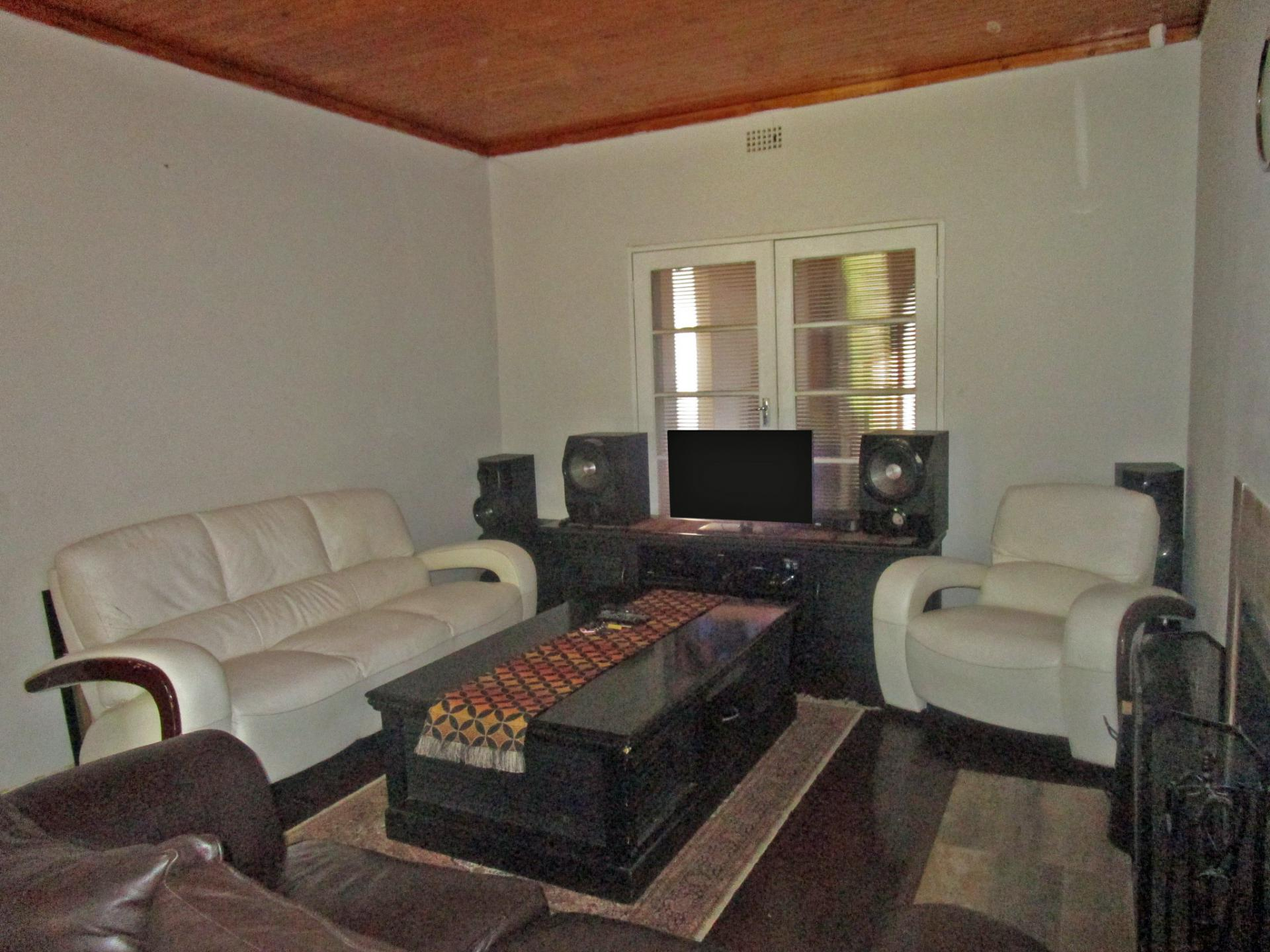 Lounges - 23 square meters of property in Vanderbijlpark