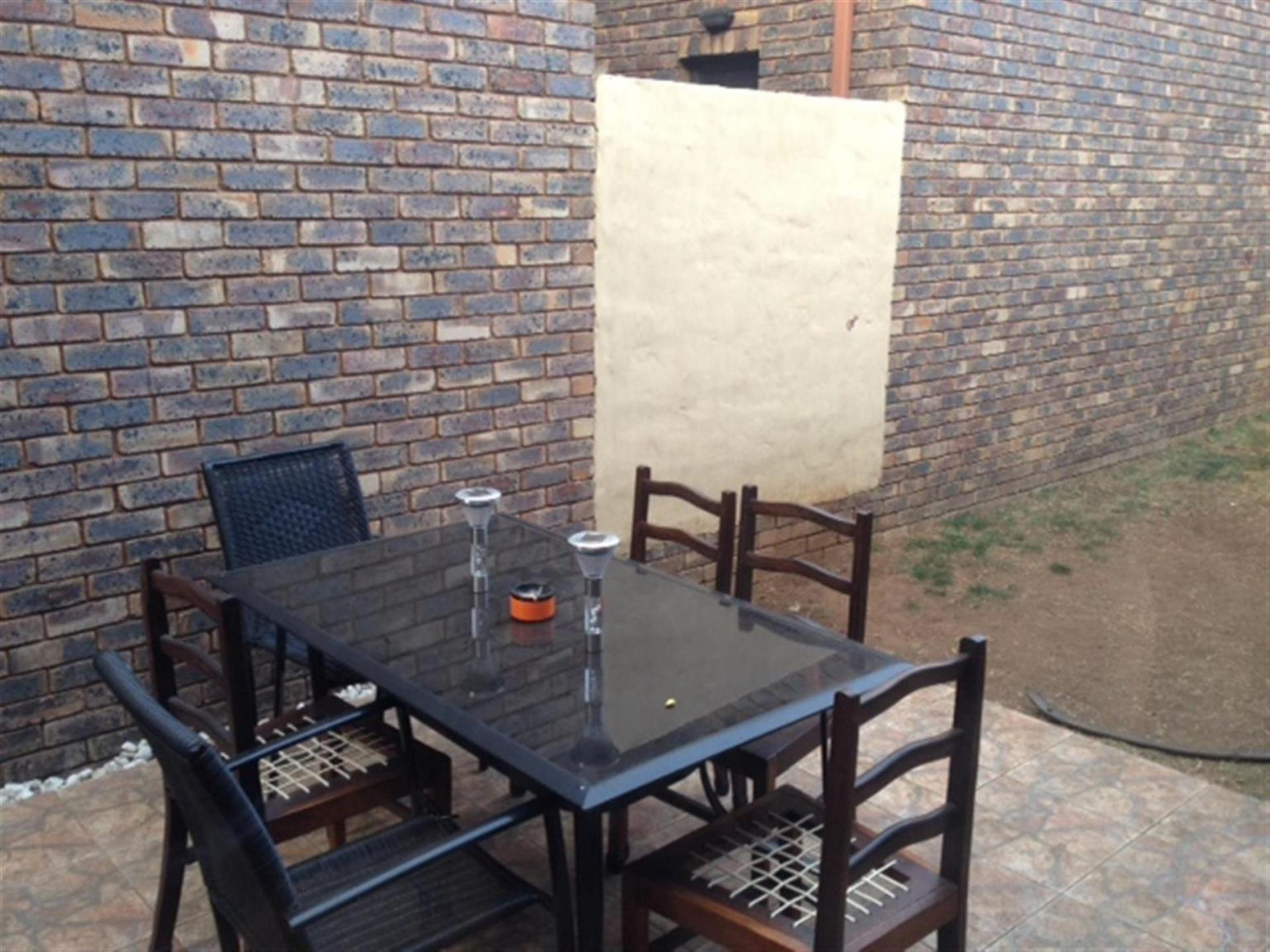 Patio - 13 square meters of property in Albemarle