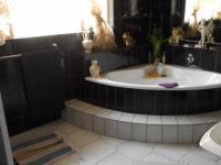 Main Bathroom - 19 square meters of property in Elspark