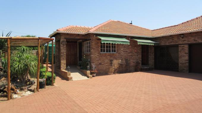 3 Bedroom House for Sale For Sale in Klerksdorp - Home Sell - MR135338