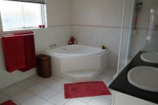 Main Bathroom - 11 square meters of property in Parklands