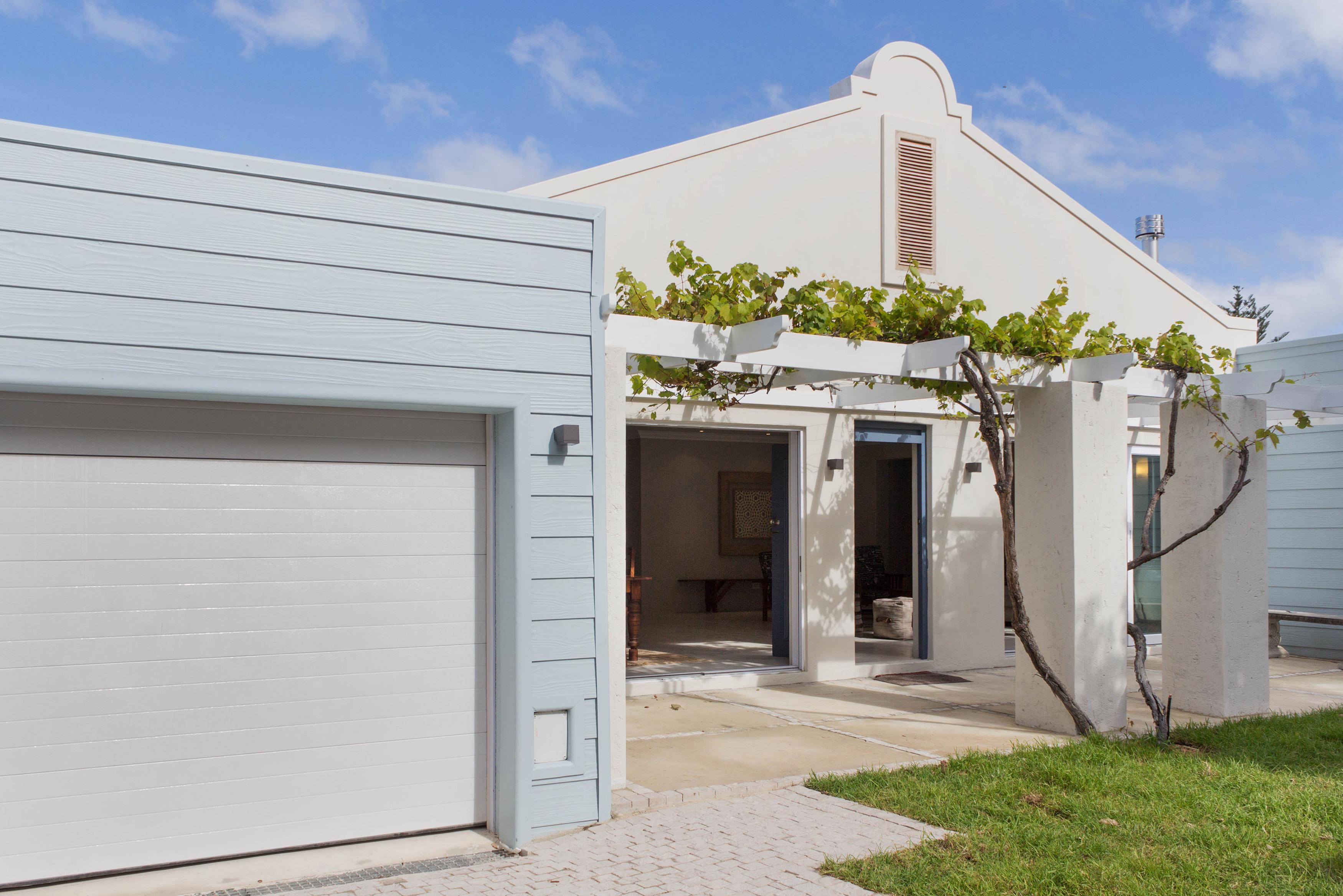 4 Bedroom House For Sale in Hermanus - Private Sale - MR135580