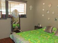 Main Bedroom - 15 square meters of property in Florida Lake