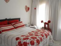 Main Bedroom - 18 square meters of property in Beyers Park
