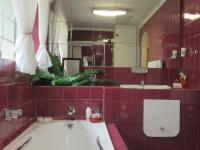 Main Bathroom - 10 square meters of property in Mulbarton