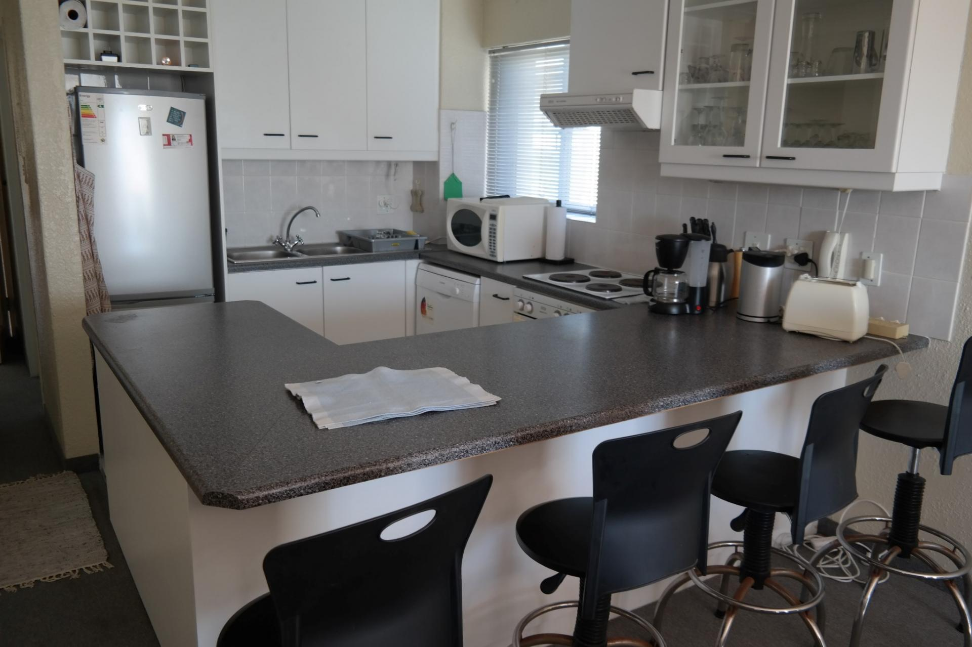 Kitchen - 7 square meters of property in West Beach