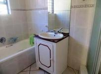 Bathroom 1 of property in Mossel Bay
