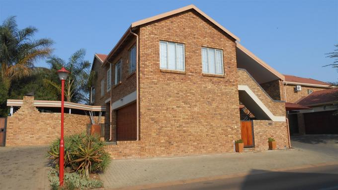 4 Bedroom Sectional Title for Sale For Sale in Rooihuiskraal North - Home Sell - MR135865
