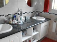Main Bathroom - 6 square meters of property in Rooihuiskraal North