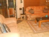 Lounges - 10 square meters of property in Theresapark