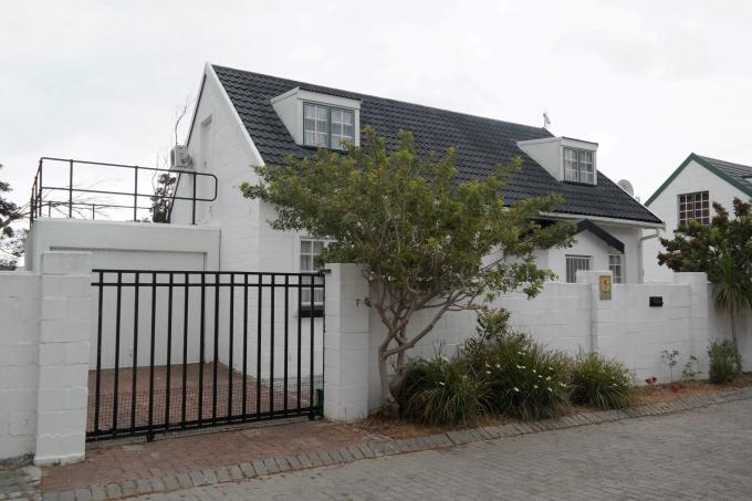 2 Bedroom House for Sale For Sale in Gordons Bay - Home Sell - MR135949