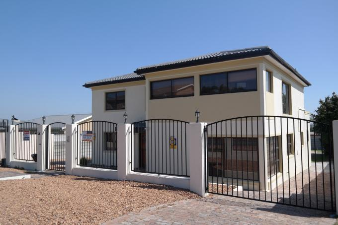 4 Bedroom House For Sale in Brackenfell - Private Sale - MR135951