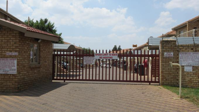 2 Bedroom Sectional Title for Sale For Sale in Helikon Park - Private Sale - MR135962