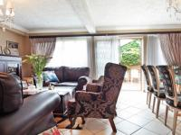 Lounges - 19 square meters of property in Moreletapark