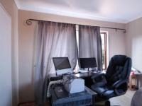 Bed Room 3 - 15 square meters of property in Woodhill Golf Estate