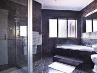 Bathroom 1 - 11 square meters of property in Woodhill Golf Estate