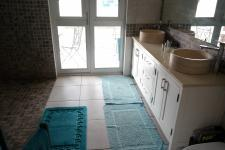 Main Bathroom - 11 square meters of property in Philadelphia