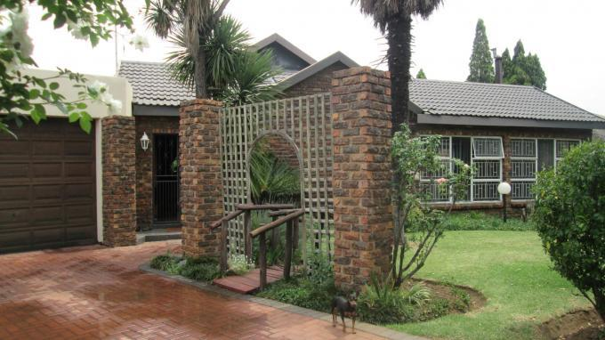 4 Bedroom House for Sale For Sale in Vanderbijlpark - Private Sale - MR136102