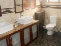 Main Bathroom - 10 square meters of property in Midlands Estate