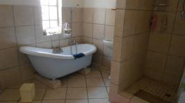 Bathroom 1 - 10 square meters of property in Delmas