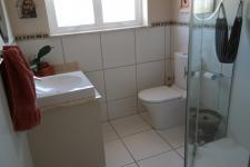 Bathroom 1 - 5 square meters of property in Somerset West