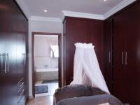 Main Bedroom - 27 square meters of property in Willow Acres Estate