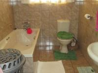 Main Bathroom - 12 square meters of property in Riversdale