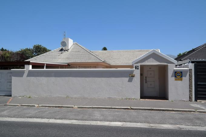 Standard Bank EasySell House For Sale in Plumstead - MR136329