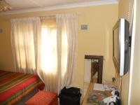 Bed Room 1 - 10 square meters of property in Lamontville