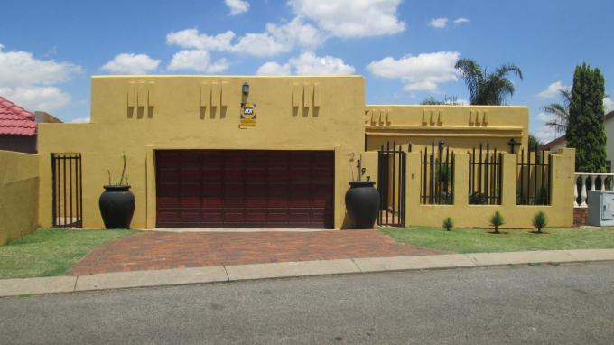 Standard Bank EasySell 4 Bedroom House for Sale For Sale in Lenasia South - MR136500