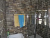 Main Bathroom - 7 square meters of property in Birdswood