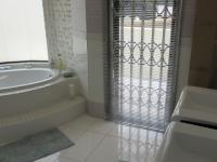 Main Bathroom - 13 square meters of property in Florida Hills
