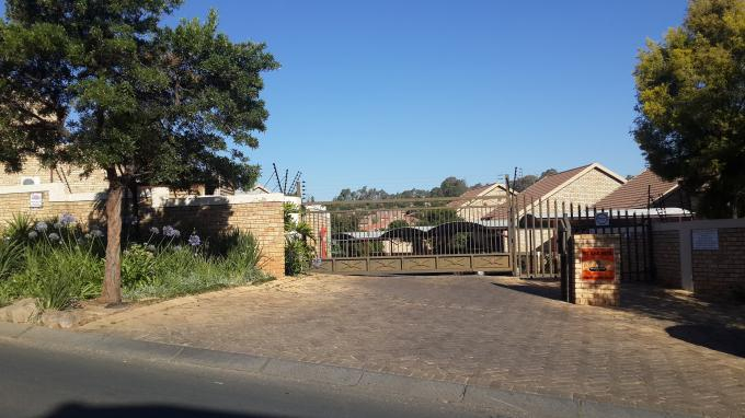 2 Bedroom Sectional Title for Sale For Sale in Wilgeheuwel  - Private Sale - MR136681