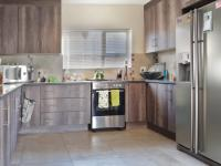 Kitchen - 14 square meters of property in The Meadows Estate
