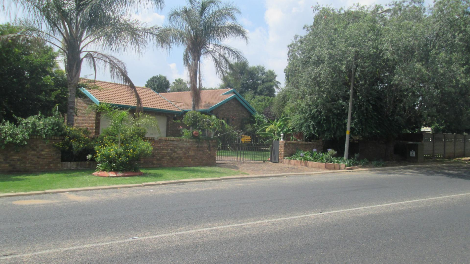 Front View of property in Norkem park
