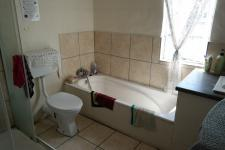 Main Bathroom - 20 square meters of property in Kraaifontein
