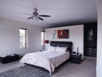 Main Bedroom - 65 square meters of property in Willow Acres Estate
