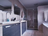 Main Bathroom - 16 square meters of property in Willow Acres Estate